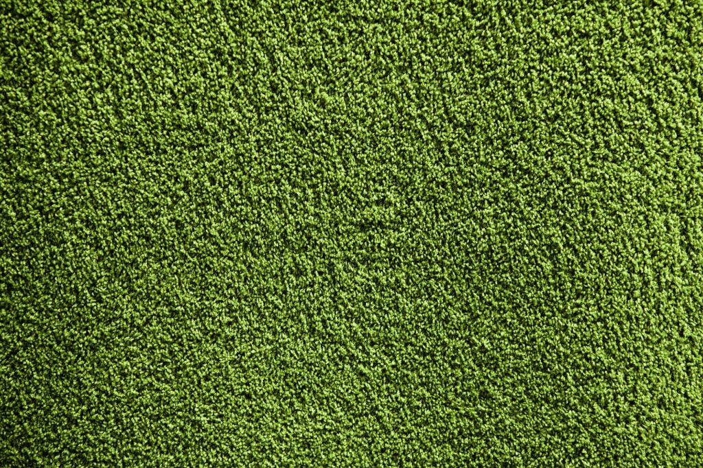 ניקוי ריח שתן מדשא סינטטי
